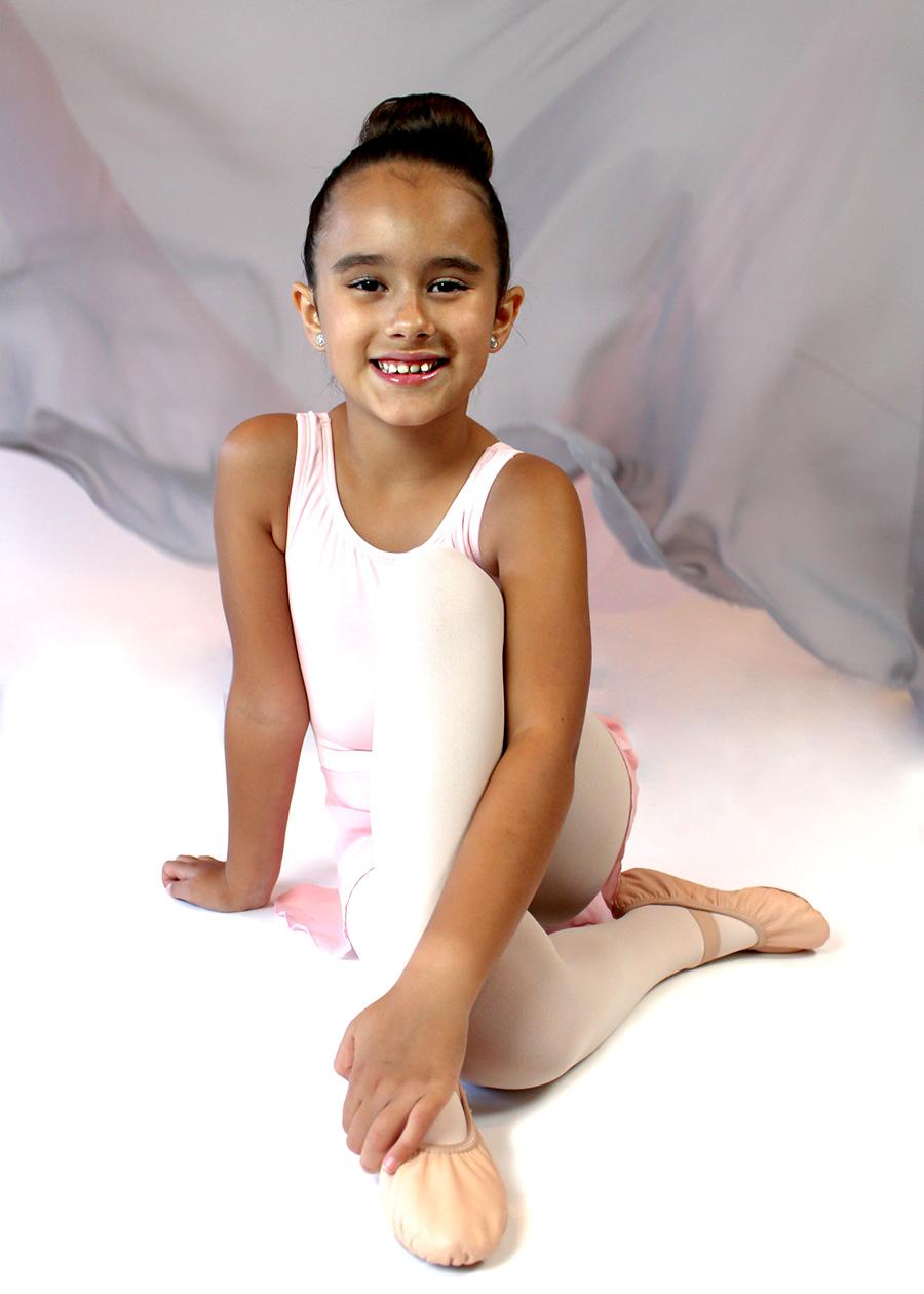 elementary school ballet student, Catherine's Dance Studio, Parkville, MO